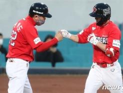 [사진] SSG 김성현, 3점포 '쾅!'