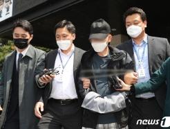 [사진] 검찰로 송치되는 직원 J씨