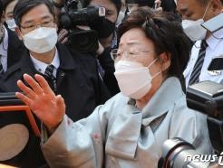 """재판 중 자리 뜬 이용수 할머니 """"일본에 면죄부…우리 두번 죽였다""""(종합)"""