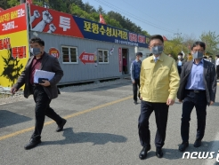 [사진] 美 아파치 헬기 훈련 고충 현장 살펴보는 이정희 권익위 부위원장