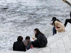 [사진] 청계천에서 간단하게 식사하는 시민들