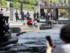 [사진] 더위를 피해 청계천으로 나온 시민들