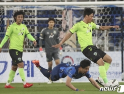 [사진] 넘어지는 김지현
