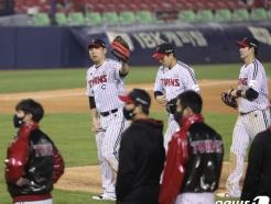 [사진] 김현수 '짜릿한 승리'