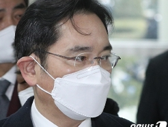 맹장염으로 연기됐던 이재용 '불법합병 의혹' 첫 재판