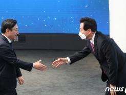 [사진] 인사 나누는 오세훈 시장과 이동진 도봉구청장