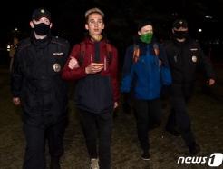 [사진] 경찰에 연행되는 나발니 지지 러 시위대