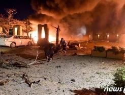 [사진] 폭탄 테러로 아수라장된 中 대사 묵던 파키스탄 호텔