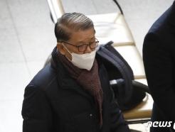 """'횡령·배임' 최신원, 첫 공판서 혐의부인…""""중대 재벌범죄로 포장"""""""