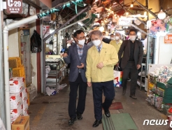 [사진] 방역상황 점검하는 권칠승 장관
