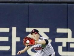 [사진] 김현수 '이닝 지우는 깔끔한 수비'