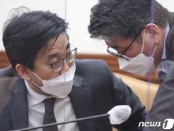 [사진] 최종문 2차관·류근혁 사회정책비서관 '대화'