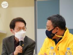 [사진] 세월호 유가족들과 이야기 나누는 조희연 교육감
