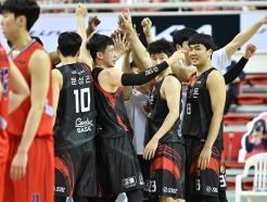 '1승 남았다' KGC, <strong>현대모비스</strong>에 73-71 승리... 4강 PO 2연승