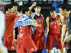 KGC, 적지에서 2연승... KCC에 77-74 승리 [챔프전2]