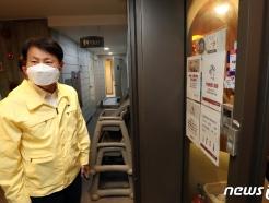 [사진] 뷔페 방역 상황 점검하는 깅강립 처장