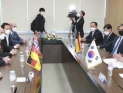 [사진] 주한 대사들과 간담회 갖는 송철호 울산시장