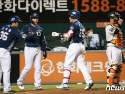 [사진] 양의지 '3점 홈런 잘했지'