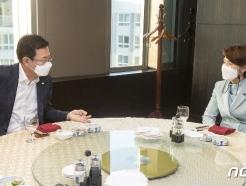 [사진] 한정애·박남춘 '수도권매립지 문제 논의'