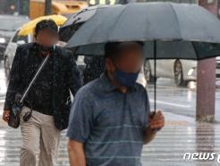 [사진] 내리는 비에 발걸음 재촉하는 시민들