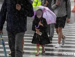 [사진] 주말 전국 곳곳 비…때이른 더위 한풀 꺾인다