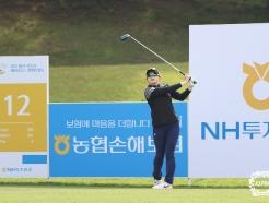 [사진] 김효문 '뻗어나가는 타구 바라보며'