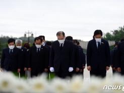 [사진] 이개호 의원, '오월 민족선열에 참배'