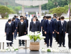 [사진] '오월 영령에 참배하는 이개호 의원'