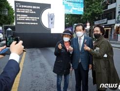 [사진] 정세균 전 총리,광주 지지자들과 '찰칵'