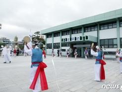 [사진] 상무관 앞에서 펼쳐지는 풍물공연