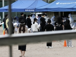 [사진] 검사 기다리는 학생들