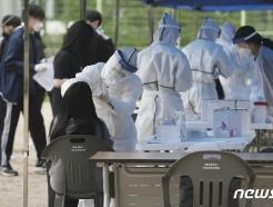 [사진] 학생 1명 확진에...코로나19 전수검사 이뤄지는 중학교