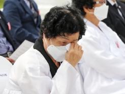 5·18기념식서 울려 퍼진 '바위섬'…시민들 눈시울·함께 노래