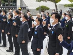 [사진] 5·18 기념식 '임행진곡 제창'