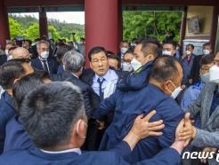 [사진] 항의 받는 5·18부상자회장