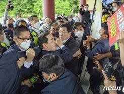 [사진] 충돌하는 5·18단체와 공법단체 준비위