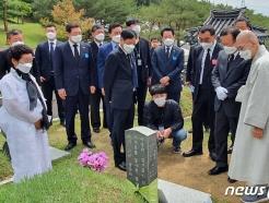 [사진] 김부겸 총리와 함께 5월 영령 참배하는 김영록 지사