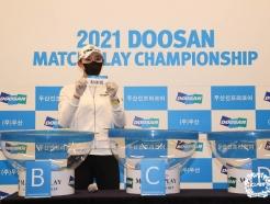 [사진] 김민선 '상대선수 추첨했습니다'