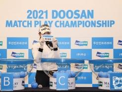 [사진] 박현경 '제 상대선수는..'