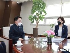 [사진] 김현준 LH 사장과 면담하는 전현희 권익위원장