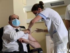 """프랑스 """"오는 31일부터 모든 성인으로 백신 접종 확대"""""""