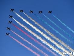 [사진] G7 정상회의 축하 비행하는 英 곡예 비행팀