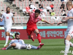 [사진] 손흥민 '날아올라!'