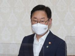 '정권 수사' 기소 미룬 대검, 수사팀 바꾸겠다는 장관