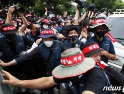 [사진] '집회 장비를 사수하라'