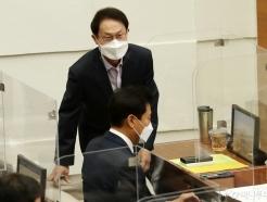[사진]제301회 정례회 본회의 참석하는 조희연