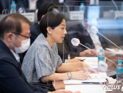 [사진] 발언하는 서하연 카카오 상무