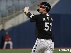 [사진] 9최 2사 만루상황에서 역전 적시타 날린 LG 홍창기