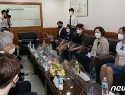 [사진] 직업계고 학생들과 취·창업 의견 나누는 유은혜 부총리