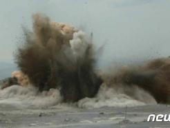 """[사진] 북한 """"순천석회석광산, 30만산 대발파 성공적으로 진행"""""""